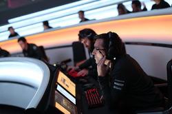 Сотрудник McLaren