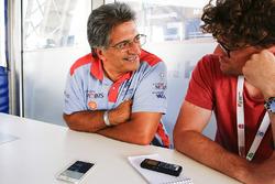 Michel Nandan habla  con el periodísta de Motorsport.com Andrew van Leeuwen