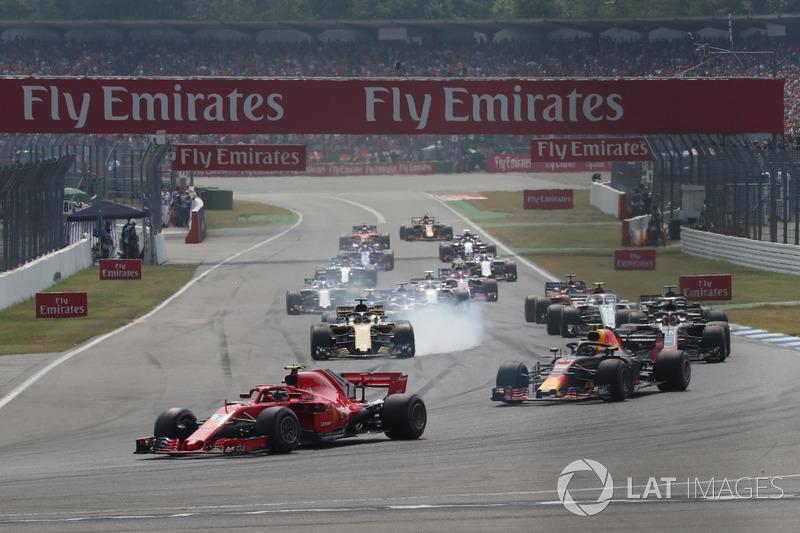 Kimi Raikkonen, Ferrari SF71H e Max Verstappen, Red Bull Racing RB14