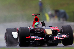Kimi Raikkonen, McLaren Mercedes MP4 / 21 colisionó con Vitantonio Liuzzi, Scuderia Toro Rosso STR01