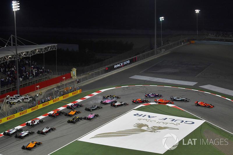 Arrancada: Sebastian Vettel, Ferrari SF71H líder