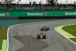 Nico Hulkenberg, Renault Sport F1 Team RS17 and Brendon Hartley, Scuderia Toro Rosso STR12