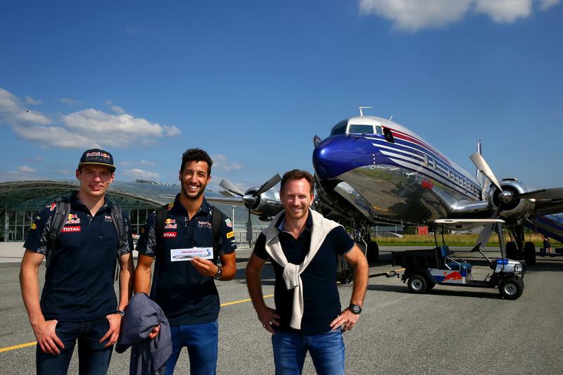 Max Verstappen, Daniel Ricciardo, Red Bull Racing, Christian Horner, Hangar 7 ve DC-6B