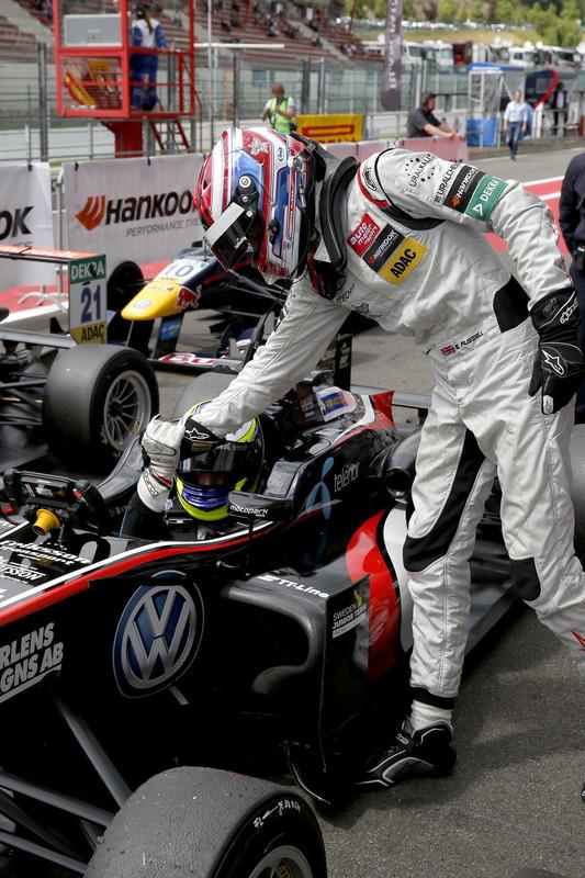 George Russell, HitechGP, Dallara F312 - Mercedes-Benz congratulating Joel Eriksson, Motopark, Dallara F312 - Volkswagen,