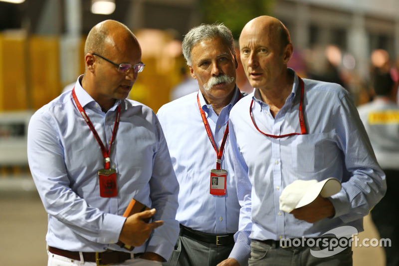 Chase Carey, Formula One Group Chairman (Centre) with Donald Mackenzie, CVC Capital Partners Managing Partner, Co Head of Global Investments (Right)