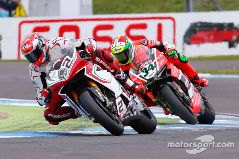 Leon Camier, MV Agusta Reparto Corse, und Davide Giugliano, Aruba.it Racing - Ducati Team