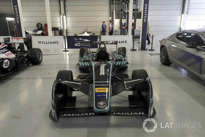 Машина Jaguar Formula E
