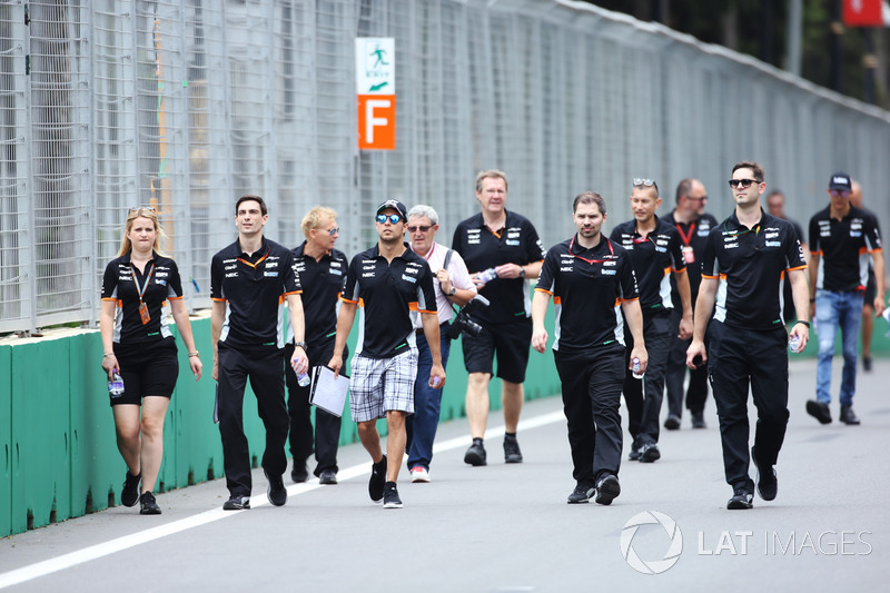 Trackwalk: Sergio Perez, Force India, Esteban Ocon, Force India