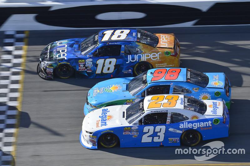 Daniel Suarez, Joe Gibbs Racing, Toyota; Aric Almirola, Ford; Spencer Gallagher, GMS Racing, Chevrol