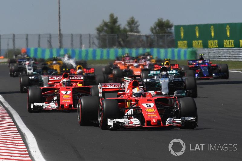 Sebastian Vettel, Ferrari SF70-H lidera al inicio de la carrera