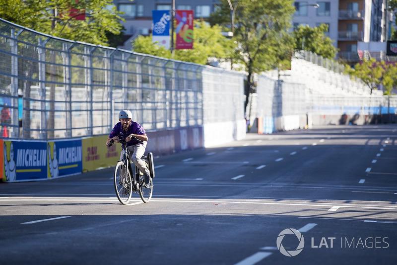Virgin Racing team en una carrera de bicis