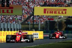 Ganador de la carrera Sebastian Vettel, Ferrari SF70-H, y el segundo lugar Kimi Raikkonen, Ferrari SF70-H