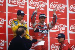 Podium: race winner Nigel Mansell, Williams, second place Ayrton Senna, Team Lotus, third place Michele Alboreto, Ferrari
