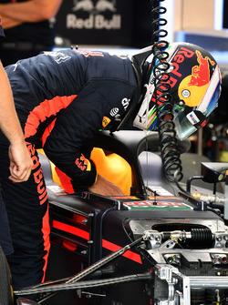 Daniel Ricciardo, Red Bull Racing RB13 and halo