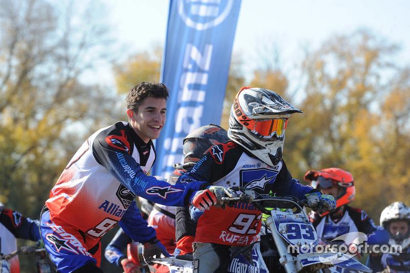 Marc Marquez con el participante