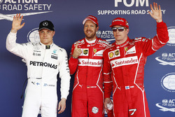 Ganador de la pole Sebastian Vettel, Ferrari, segundo puesto Kimi Raikkonen, Ferrari, tercer puesto Valtteri Bottas, Mercedes AMG F1