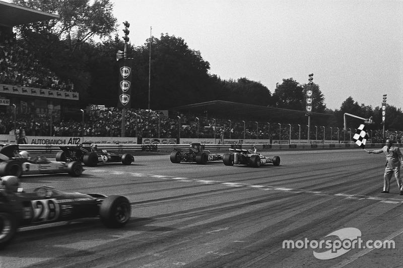 Em 71, a F1 teve em Monza uma de suas provas mais apertadas: Peter Gethin venceu com 0s01 de vantagem para Peterson, e com 0s6 superando os cinco primeiros.