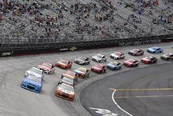 Kyle Larson, Chip Ganassi Racing, Chevrolet; Chase Elliott, Hendrick Motorsports, Chevrolet