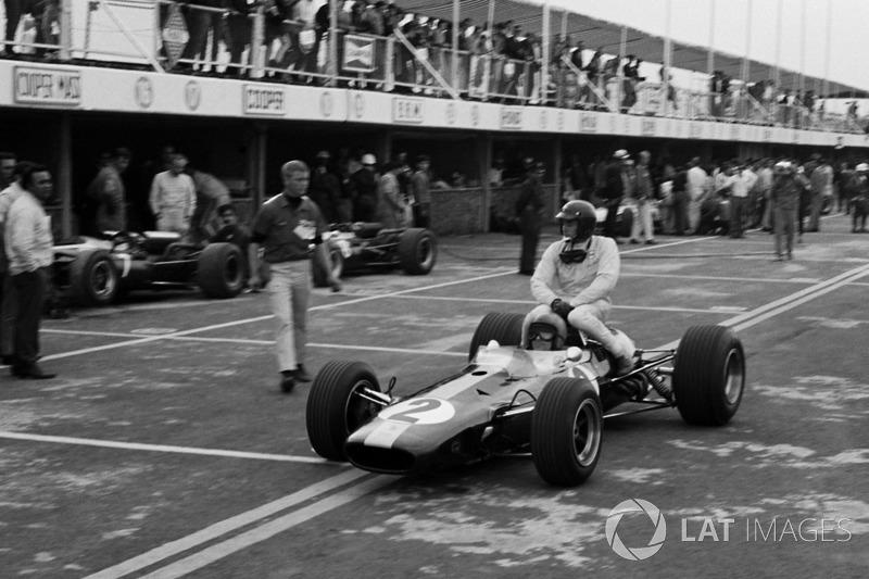México 1966: Peter Arundell (Lotus) lleva a Jim Clark (Lotus)