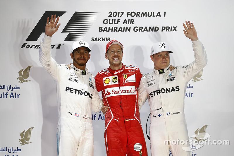 Podio: ganador Sebastian Vettel, Ferrari, Mercedes AMG F1 Lewis Hamilton el segundo lugar y tercer lugar Valtteri Bottas, Mercedes AMG F1