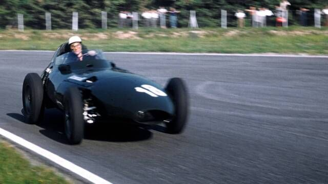 Sir Stirling Moss s'impose avec Vanwall en 1957