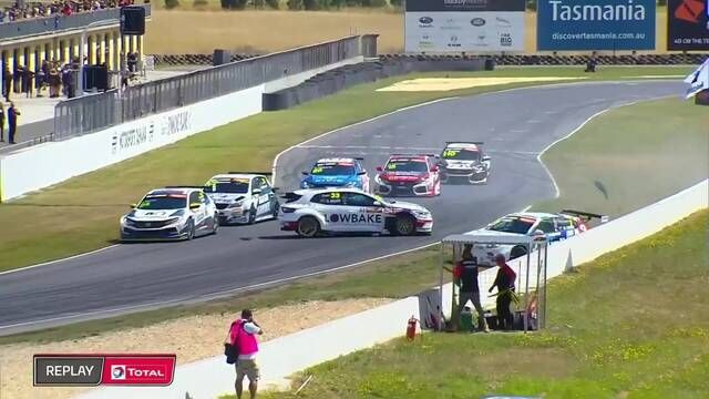 TCR Australia: Tasmania - Race 1 Start