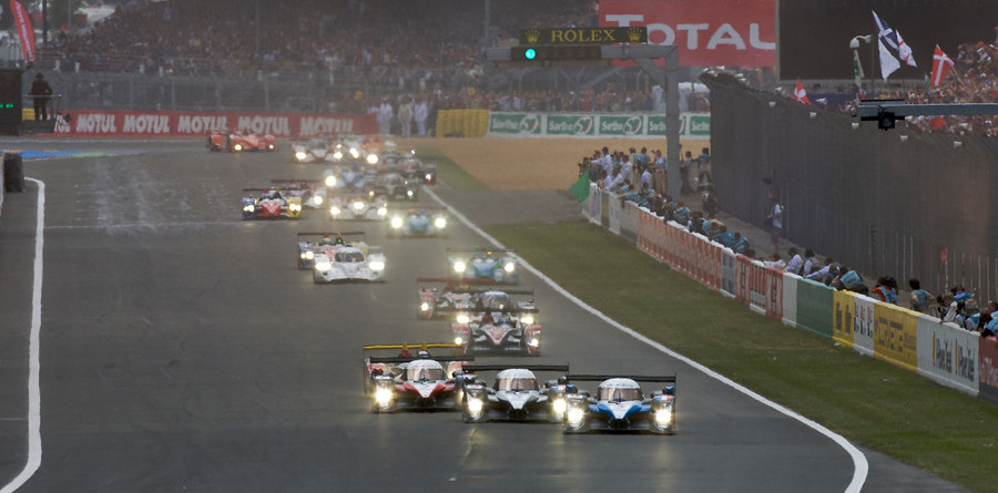Peugeot sets early pace at Le Mans