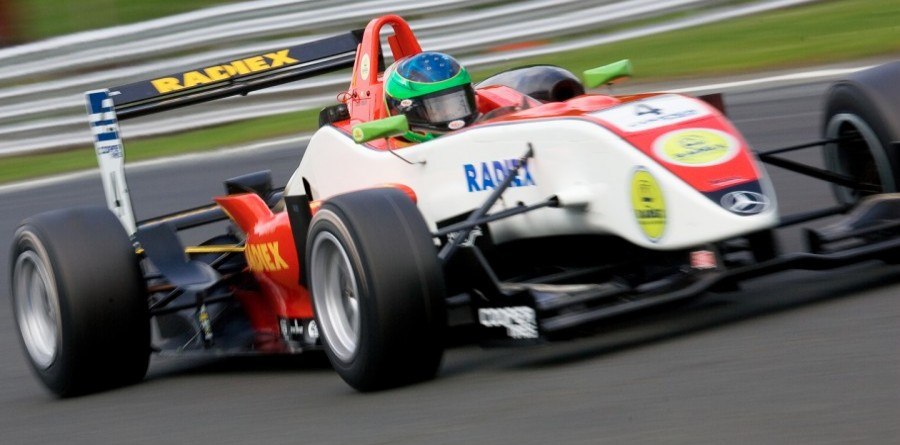 Foresti Claims His First British F3 Victory at Oulton