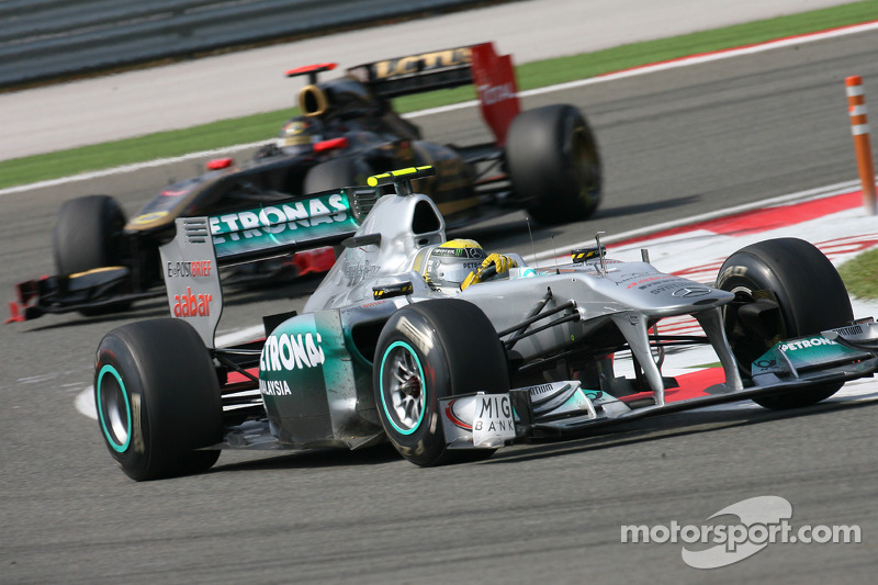 Mercedes to debut Renault-like side exhausts - report