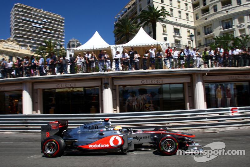 'Bad luck' cost 'favourite' Hamilton pole - Alonso