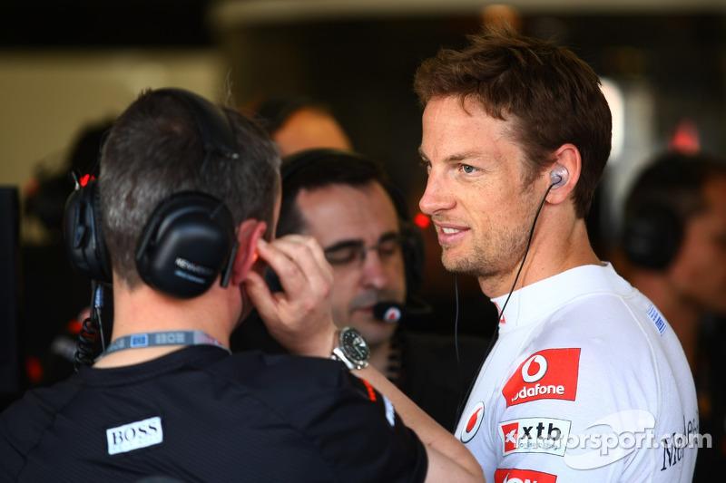 Button Fit For Silverstone Despite Knee Injury