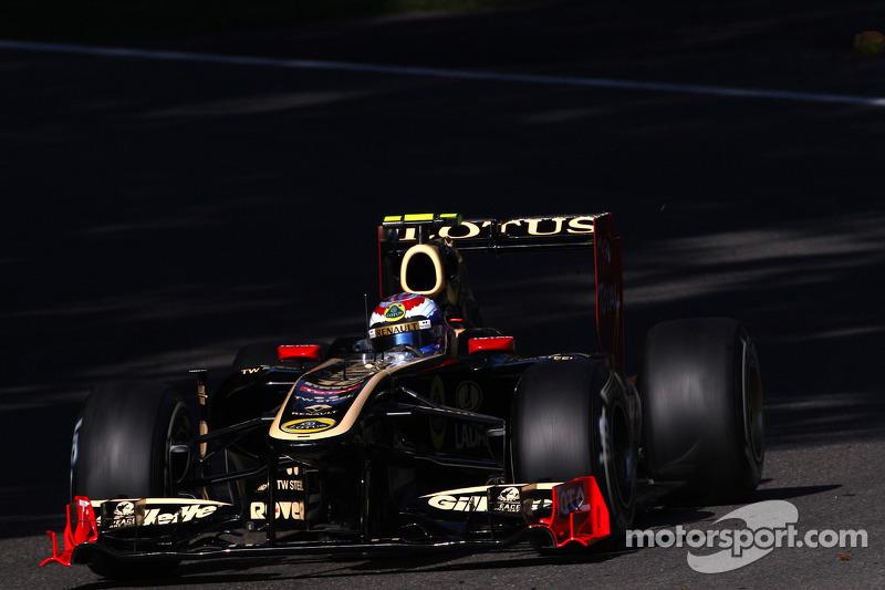 Lotus Renault Singapore GP Friday practice report
