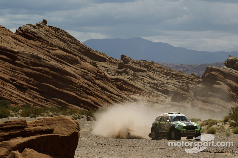 Coma, Peterhansel, Maffei and de Rooy lay down hot times in stage 4
