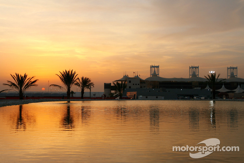 Ecclestone committed to Bahrain's 2012 return
