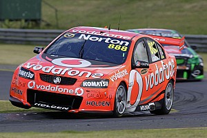 Supercars Lowndes wins shootout for Clipsal 500 pole