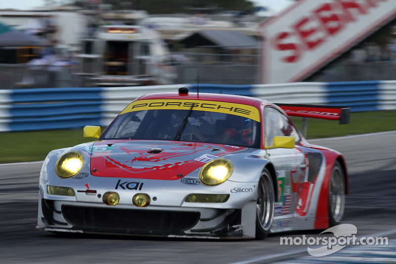 Flying Lizard Sebring hour 6 report
