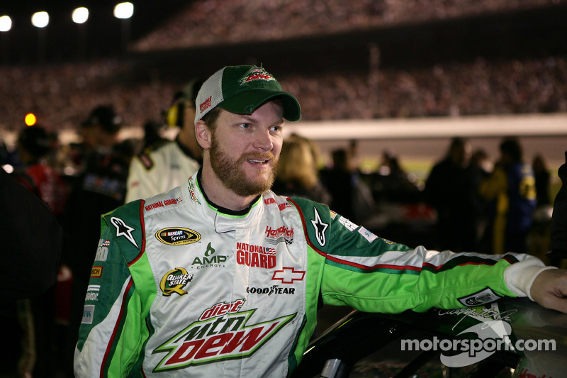 Earnhardt Jr. discusses progressive banking and other topics with Kansas media