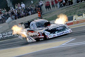 NHRA Qualifying report Failing to make Saturday gains, John Force Racing looking for Sunday wins