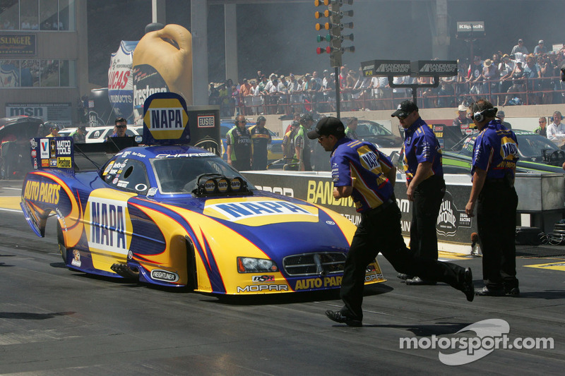 Capps celebrates clinching Funny Car Countdown berth