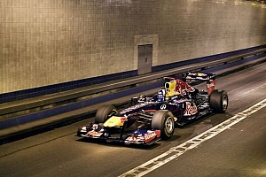 Formula 1 Special feature Red Bull Racing F1 car drives through Lincoln Tunnel at 190MPH - POV Video