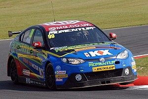 BTCC Qualifying report Plato dominates Rockingham day 1 to take 4th pole of 2012
