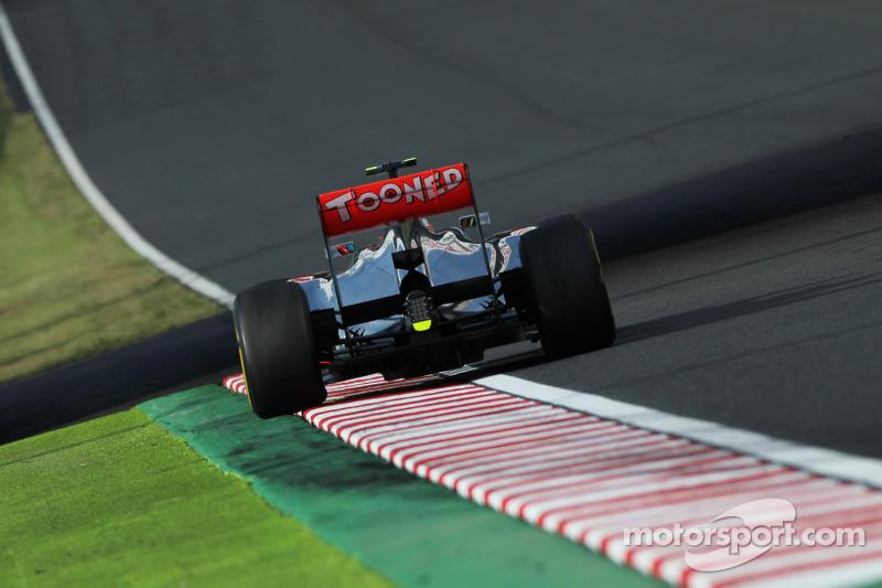 Hamilton concedes title now 'two horse race'