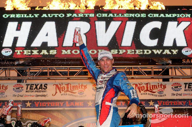 Dominating performance leads Harvick to win Texas 300