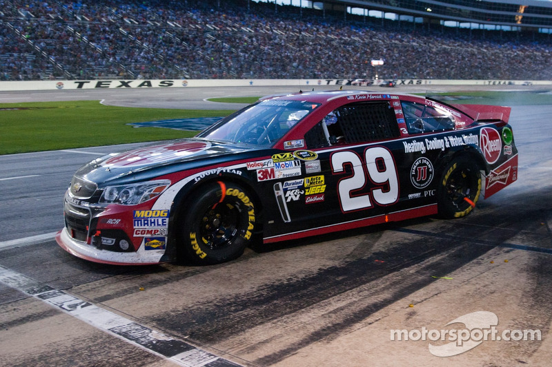 Untimely caution leaves Harvick with 13th-place finish at Texas Motor Speedway