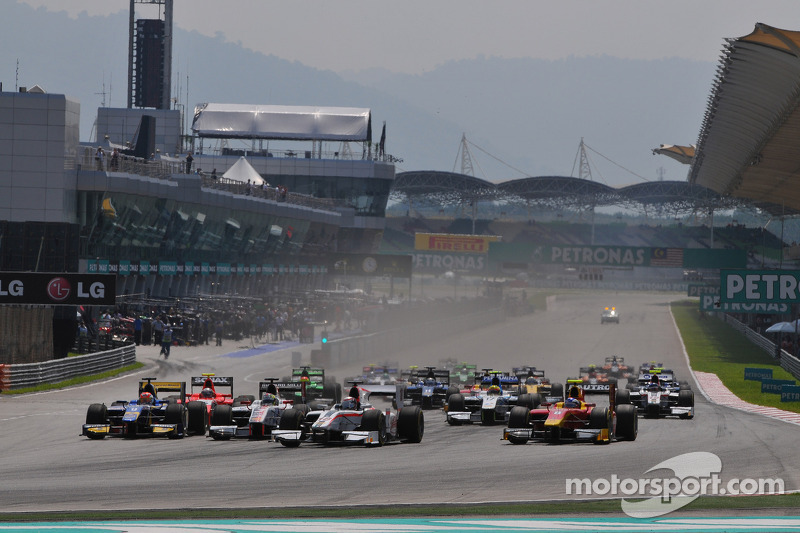 Frijns and Rossi join the battle as GP2 teams arrive in Sakhir