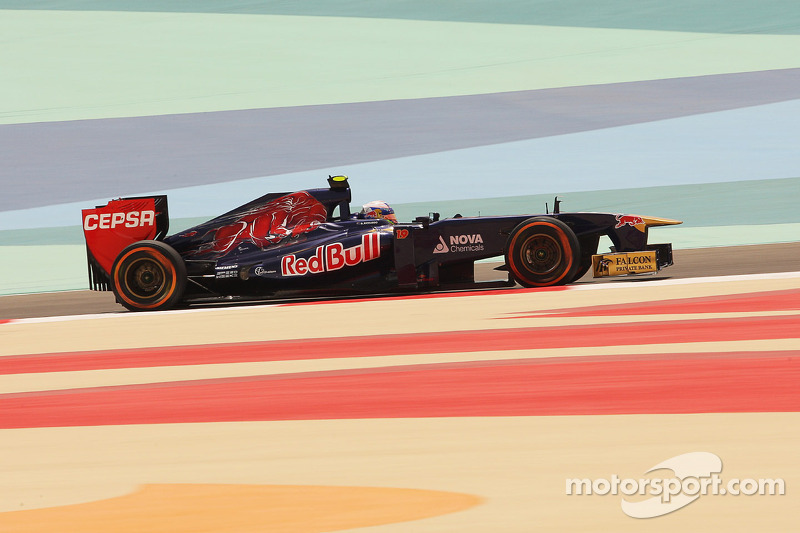 Midfield qualifying for Scuderia Toro Rosso drivers at Sakhir