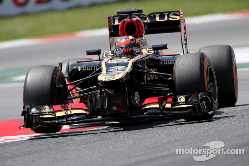 Lotus sells team stake, Mercedes on F1 board