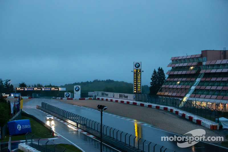 Aston Martin leads Nürburgring 24 Hours with red flag due to weather
