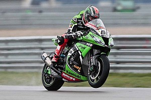 World Superbike Qualifying report Sykes pushes over the limit in Day 1 at Donington Park