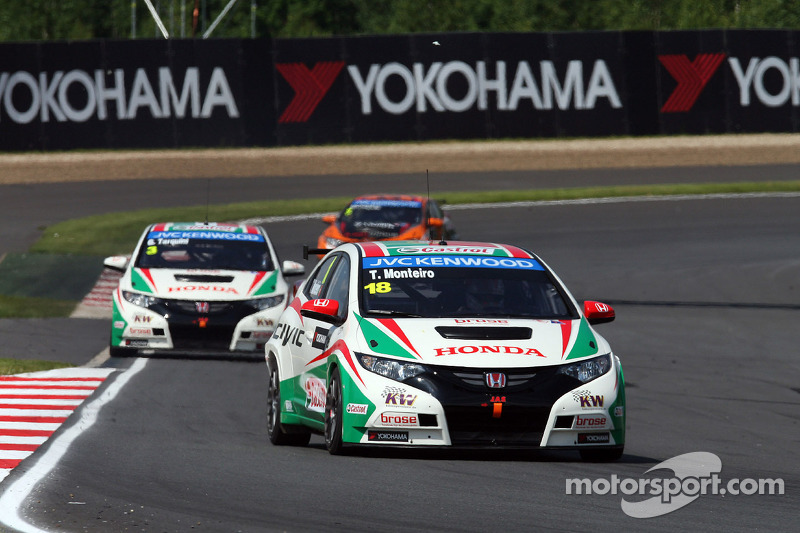 Tiago Monteiro gains 21 positions in Moscow